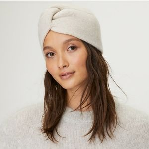 Auxiliary Cashmere Knotted Hat in Heather.